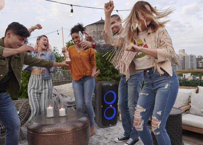 JBL-Partybox-310-Lifestyle01-904x560px
